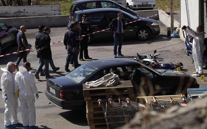 """Photo of Flash – L'Italia al contrario! Due pregiudicati tentano rapina, commerciante reagisce e li uccide, la moglie del rapinatore """"deve pagare!"""""""