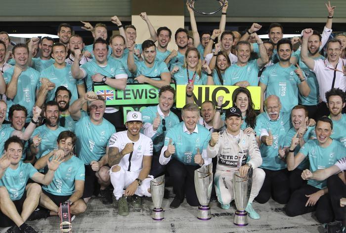 Photo of GP F1 Abu Dhabi – Chiusura del Mondiale con doppia doppietta Mercedes e Ferrari. Rosberg, Hamilton e Raikkonen.