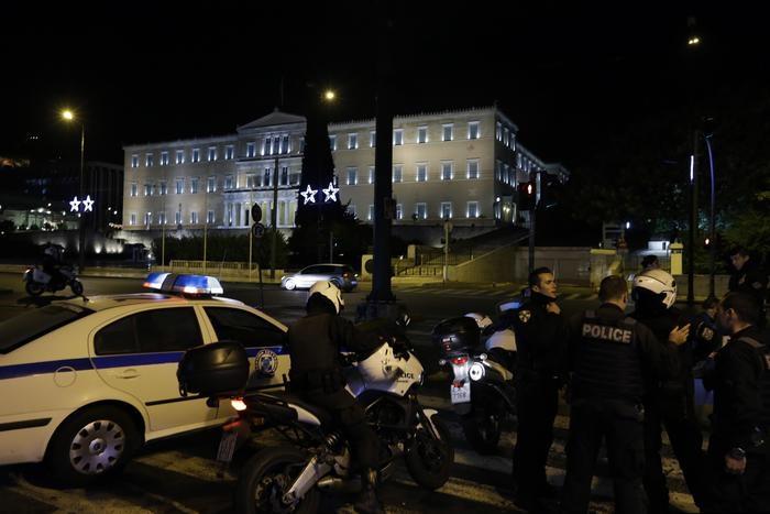 Photo of Flash – Grecia –  Bomba preavvertita contro sede industriali