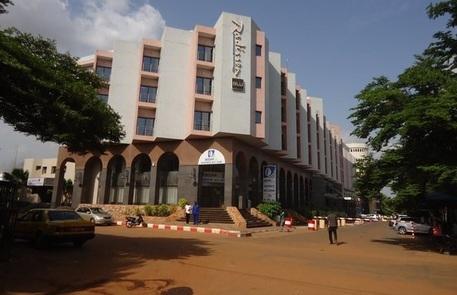 Photo of Flash -Mali come Parigi. Isis sequestra 170 persone all'hotel Radisson di Bamako. Già 9 i  morti, francesi e belga