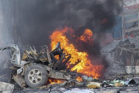 Photo of Flash – Mogadiscio: Attaccato  l'hotel Sahafi. 9 vittime. Presi ostaggi