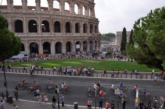 Photo of Colosseo, arrivano caffè e ristoranti