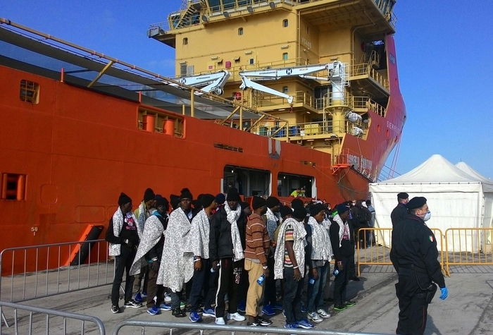 Photo of Flash – Giunta a Reggio Calabria nave con clandestini, malaria e scabbia