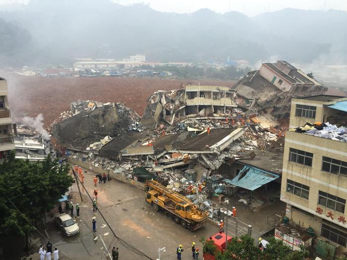 Photo of Cina: Almeno 40 dispersi per frana che sommerge 18 edifici area industriale.