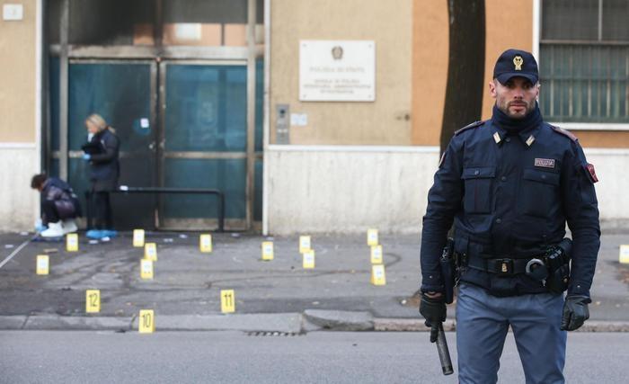 Photo of Per il Governo tutto sotto controllo – Attentato alla Scuola di Polizia di Brescia