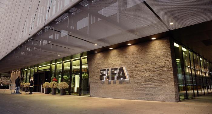 Photo of Flash – Mondo del calcio nel pallone: 10 le persone della Fifa arrestate per corruzione