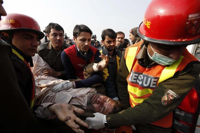 Photo of Flash – Pakistan: Almeno 20 morti per un attacco in ateneo