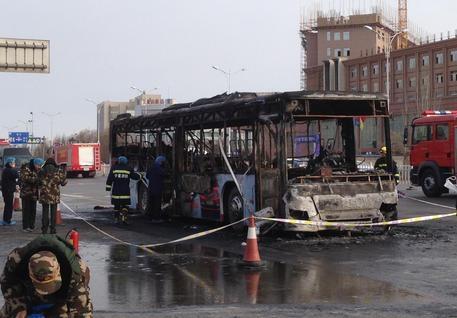 Photo of Flash – Cina, 14 morti in rogo bus, un ricercato