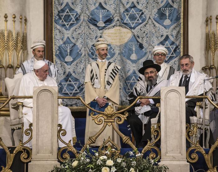 Photo of Papa Francesco nella Sinagoga di Roma: Il dono di Dio agli Ebrei è per sempre