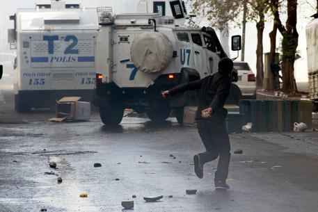 Photo of Turchia: Assaltata dai curdi stazione Polizia