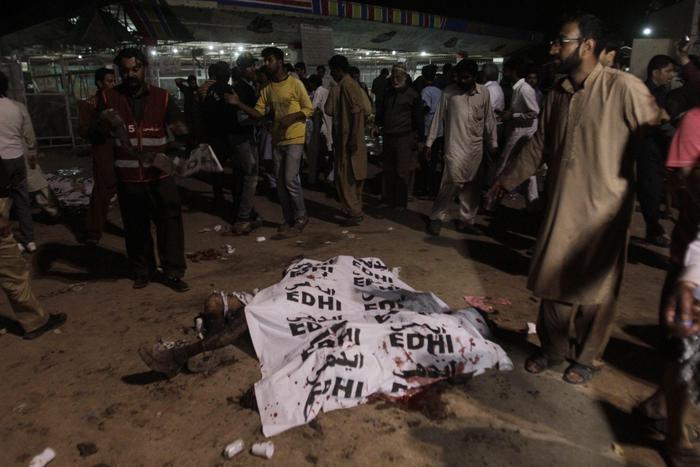Photo of Flash – Pakistan: Bestia umana colpisce in un parco giochi. Almeno 69 morti, maggior parte donne e bambini. La colpa? Essere cristiani!
