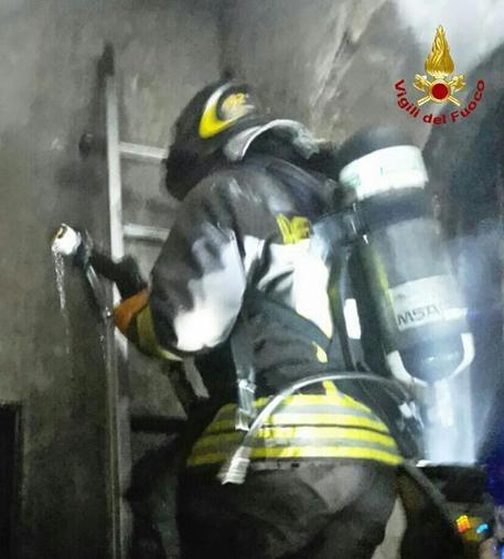 Photo of A dieci anni porta in salvo i fratellini di 5 anni, sottraendoli all'incendio dell'abitazione