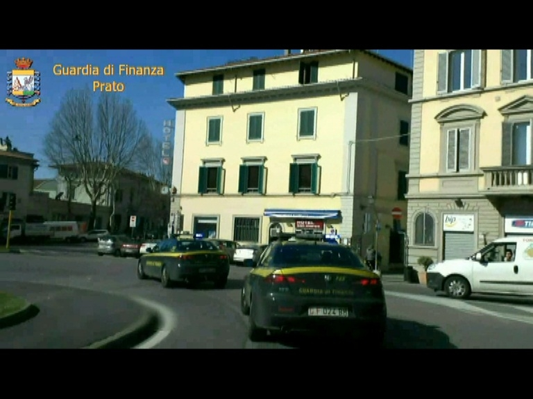 Photo of Prato: denaro per alleggerire i controlli