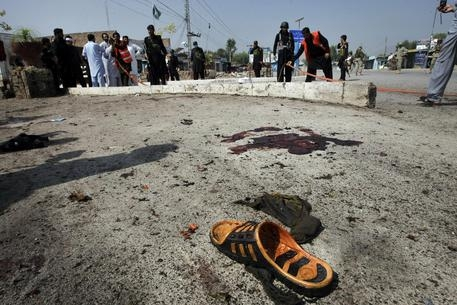 Photo of Flash – Terrorismo: ancora sangue.  In Pakistan bomba su bus. 15 morti