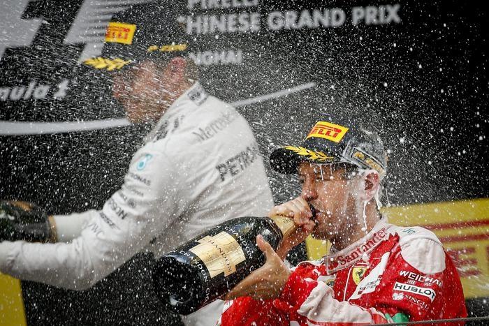 Photo of Formula 1: Gp Cina Ancora Rosberg su Mercede davanti alla Ferrari di Vettel. Terzo Kvyat su Red Bull