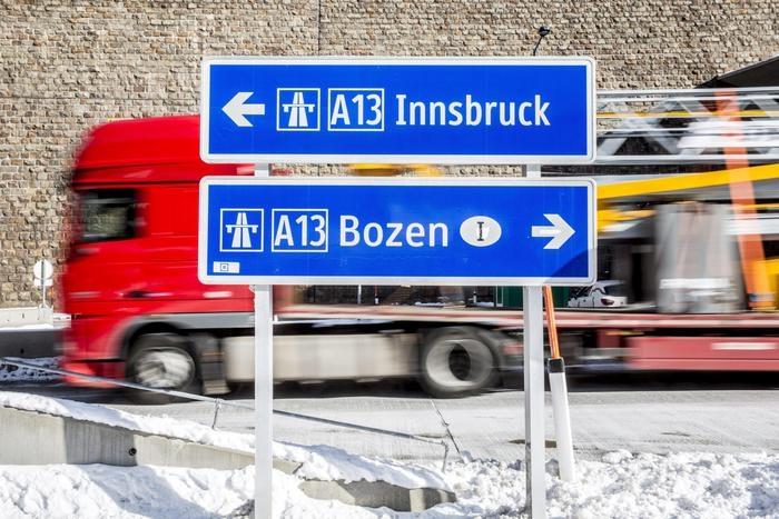 Photo of Clandestini – Al nostro colabrodo, l'Austria risponde con il rinforzo di barriere al confine con l'Italia