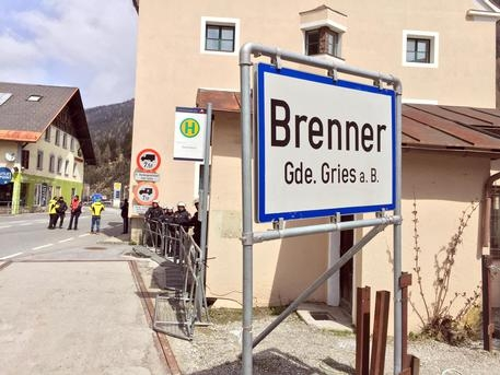 Photo of Clandestini – Dal 24 maggio, storica data, l'Austria schiererà 80 poliziotti al Brennero