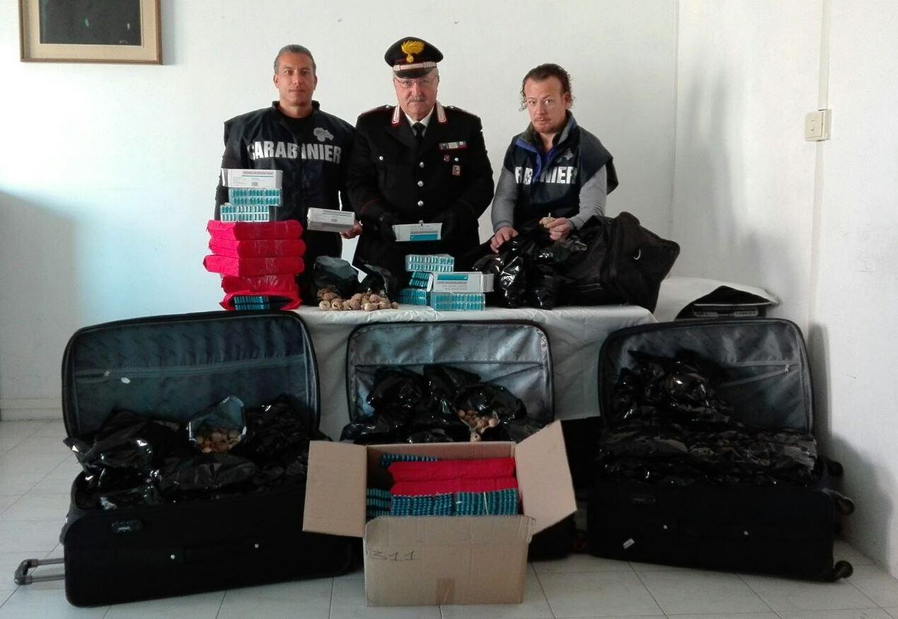 Photo of Arrestati  due indiani. Sequestrati   20 kg di bulbi di papavero da oppio essiccati e 20 mila pasticche di spasmo proxyvon – VIDEO