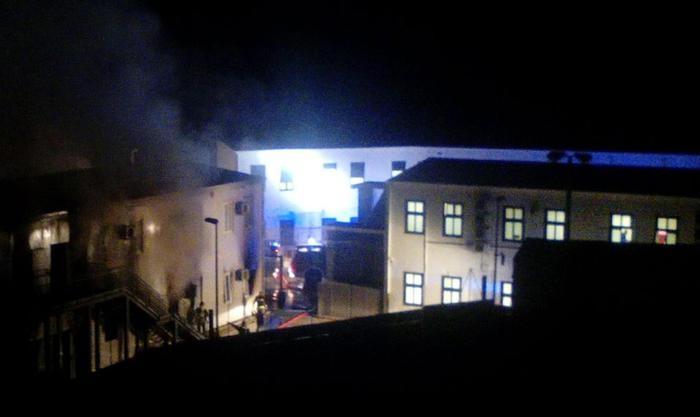Photo of Ancora a spese degli Italiani! Tunisini rifiutano fotosegnalamento, incendiano e distruggono Centro accoglienza di Lampedusa