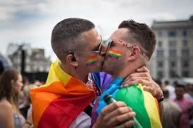 Photo of La chiesa alza il tiro sui matrimoni gay