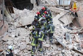 Photo of Roma  – Esploso un palazzo di 3 piani. Estratti tre feriti da sotto le macerie