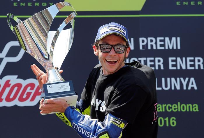 Photo of MotoGp Catalogna:  Vince Rossi davanti a Marquez e Pedrosa. La vittoria è dedicata a Salom
