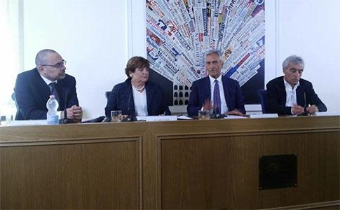 Photo of Roma – Nella sede della Stampa Estera,  firmato un importante protocollo di intesa tra  l'Agenzia delle Entrate, l'Inps e la Lega Pro