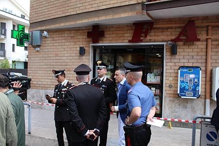 Photo of Rapinatore seriale in farmacia, spara contro i Carabinieri. Maresciallo ferito