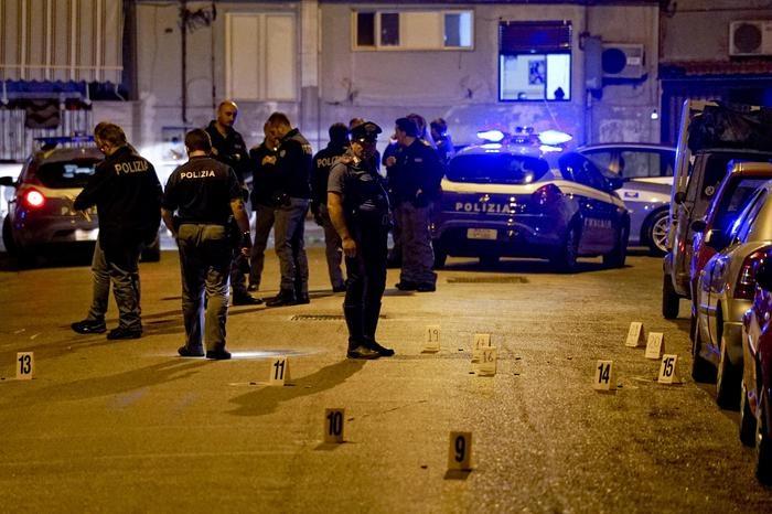 Photo of Napoli violenta: raffiche sparate dalla strada. Un ferito