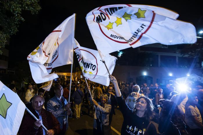 """Photo of Amministrative 2016: M5S vince 19 ballottaggi su 20. Solenne batosta per il  Pd e suoi alleati """"acquisiti"""""""