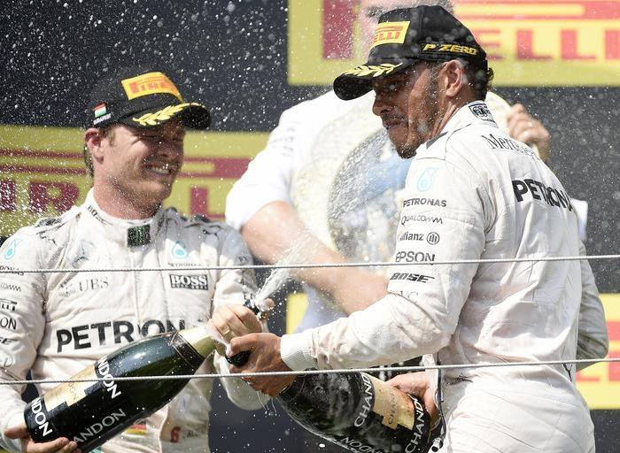 Photo of GPF1 Ungheria – Vince Hamilton e passa in testa al  mondiale. Sul podio Rosberg, su Mercedes e Ricciardi su Red Bull