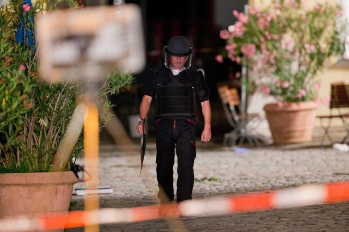 Photo of Germania – Ancora un'esplosione dolosa. Morto attentatore, rifugiato siriano. 12 i feriti