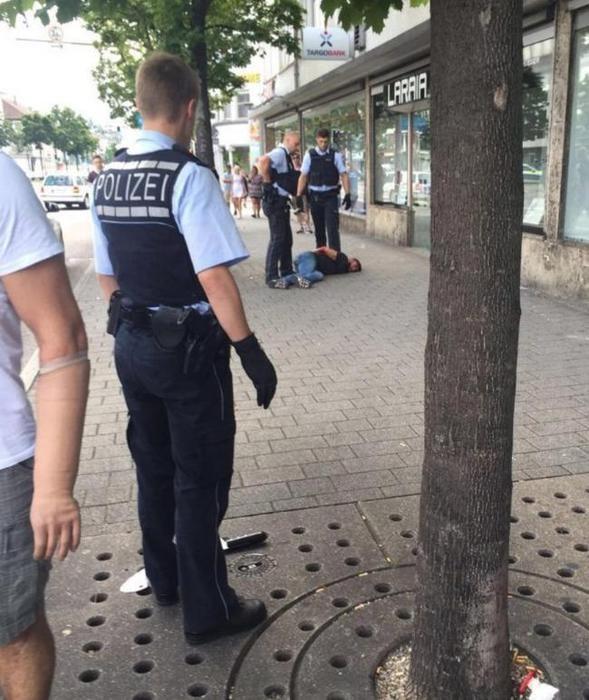Photo of FLASH – NEWS – Germania: siriano, chiedente asilo con precedenti, uccide donna con machete