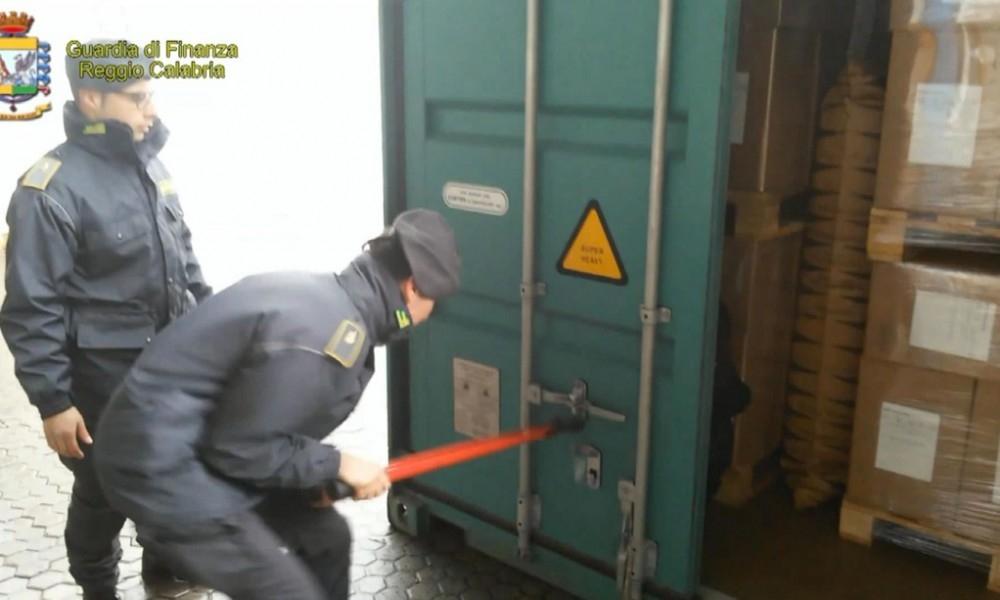 """Photo of Gioia Tauro: Operazione """"Vulcano"""".  Sequestrati 83 kg di cocaina"""