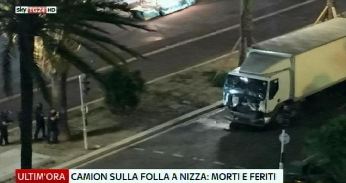 Photo of News – Nel giorno della Festa Nazionale, strage a Nizza. 73 morti e oltre 100 feriti. Un terrorista in fuga