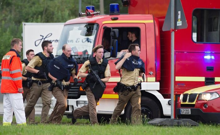 Photo of FLASH – NEWS – Germania – Spari in un centro commerciale. Ci sarebbero diversi morti