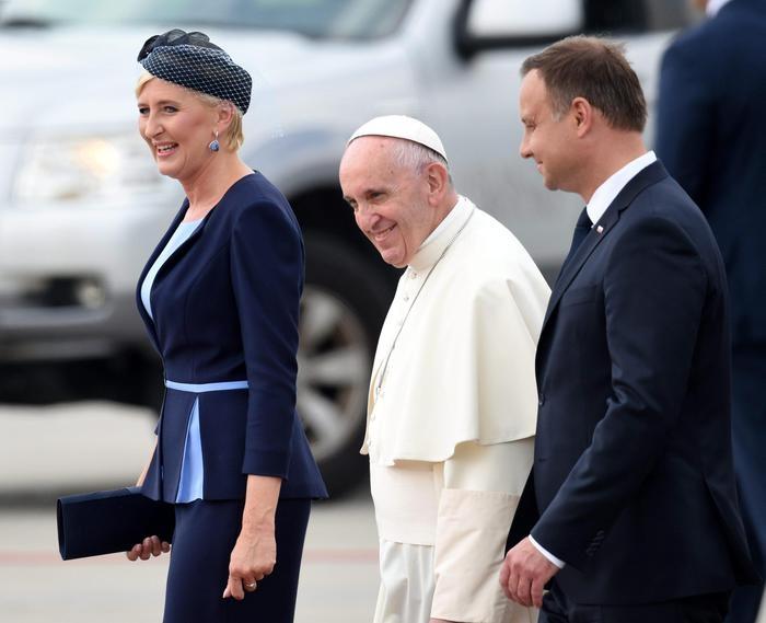 Photo of Papa Francesco alla GMG.  Nel mondo la guerra è di interessi, non di religione. La guerra di altri