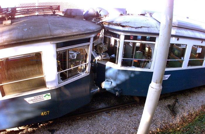 Photo of Trieste:Scontro frontale fra tram. Ci sono  8 feriti