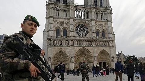 Photo of Flash – Parigi – Sventato attentato vicino a Notre Dame