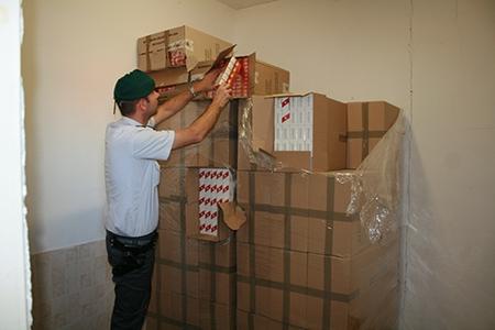 Photo of Caserta – sequestrate 5 tonnellate di sigarette di contrabbando. 14 arresti