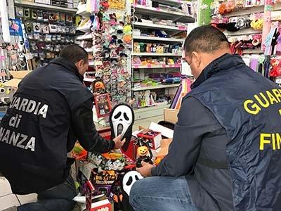 """Photo of Cosenza – Operazione """"Halloween Sicura"""" – sottratti al mercato oltre tre milioni e mezzo di  maschere ed accessori nocivi o pericolosi per la salute"""