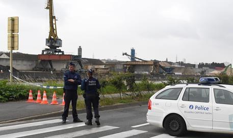 Photo of New – Bruxelles – Rispunta il terrorismo.  Due poliziotti aggrediti e feriti  con coltello