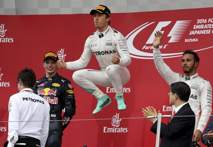 Photo of GPF1 Giappone  – Il podio: Rosberg,  Verstappen e Hamilton