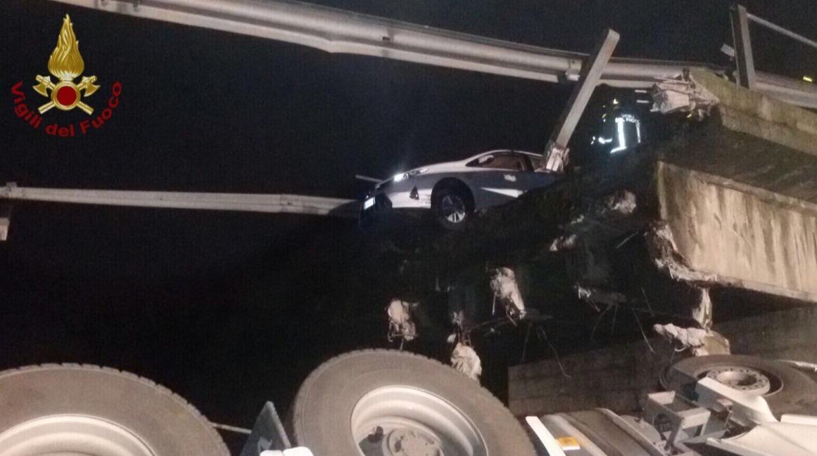 Photo of Una richiesta non formalizzata, ha causato un morto e 4 feriti per il cavalcavia crollato sulla statale nel lecchese