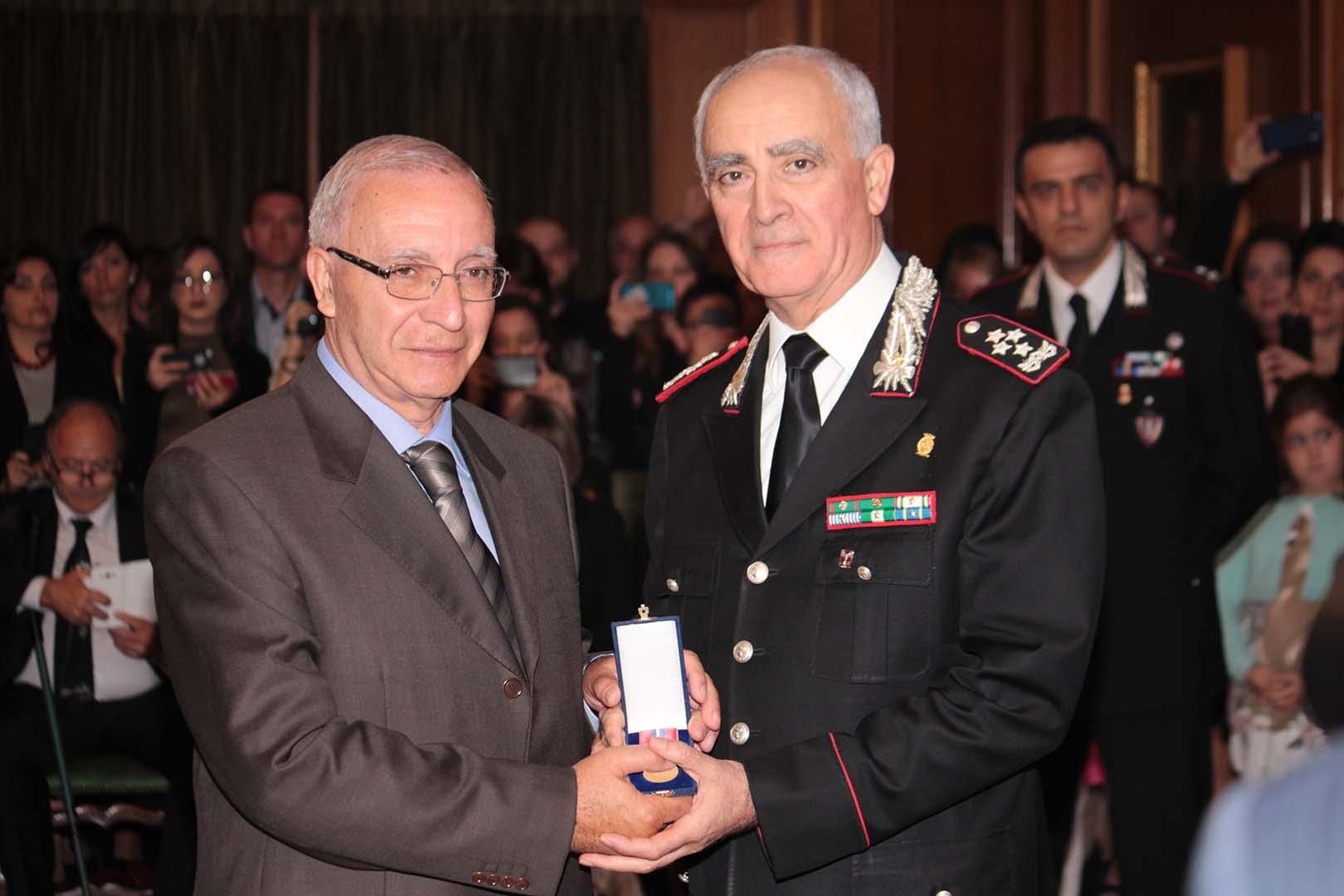 Photo of Il Generale Del Sette consegna riconoscimenti ai Militari dell'Arma – GALLERIA FOTOGRAFICA