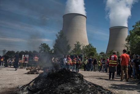 Photo of Francia: Nucleare preoccupante. L'Italia già  predisposto l'emergenza, rinforzando alle frontiere Finanza, Carabinieri e Polizia!