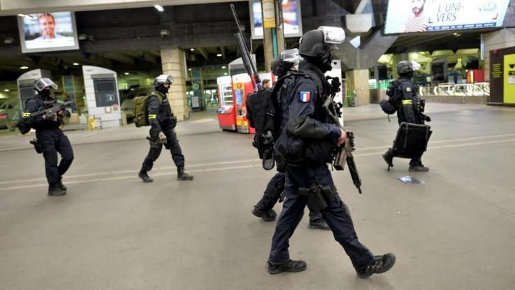 Photo of Terrorismo Francia: obiettivo Polizia e mercato di Natale. 6 arresti