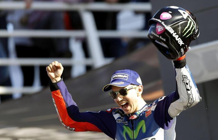Photo of MotoGp Valencia: Vince Lorenzo, davanti a Marquez. Terzo Andrea Iannone.