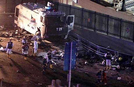 Photo of Flash – Istanbul – Bomba contro la polizia allo stadio. Almeno 13 i morti