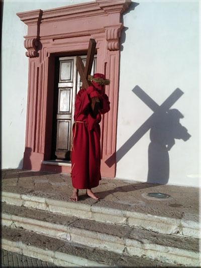 Photo of È l'ora dell'anticristo? Ancora un prete dice no alle tradizioni cattoliche per rispetto altre fedi